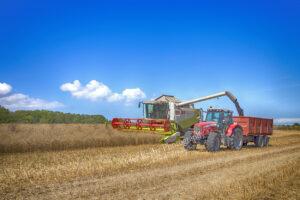 BR022 combine plus tracror harvest raoeseed web