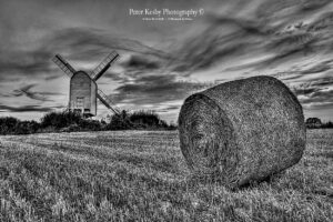 AP003 chill;enden windmill hay bales mono